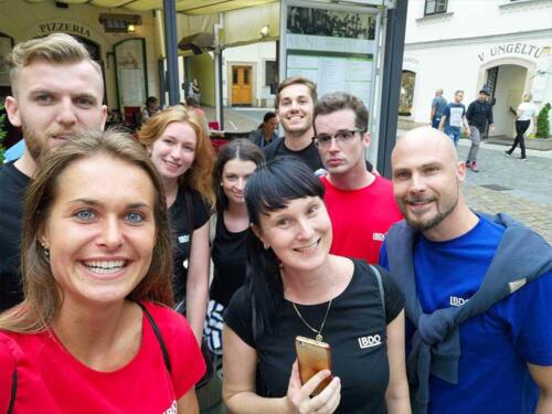 Team hráčů v centru Prahy